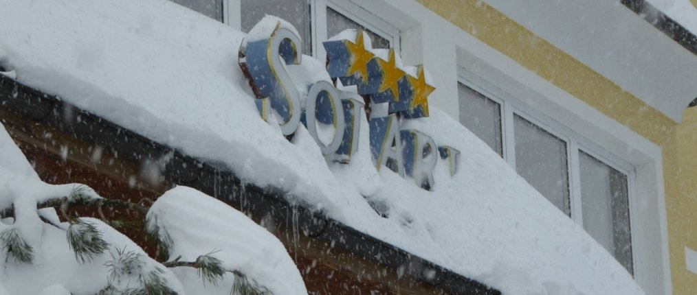 Solaria Eingang im Schnee